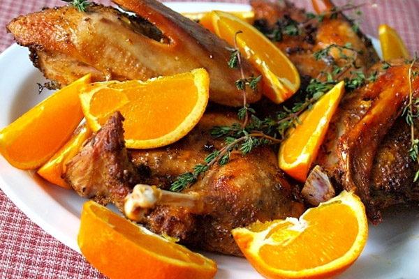 Качка у фользі в духовці: покрокові рецепти приготування