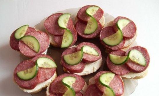 Бутерброди з ковбасою і сиром: калорійність, рецепти з фото
