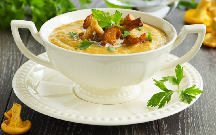 Суп з лисичками (свіжими, замороженими, сушеними): рецепти