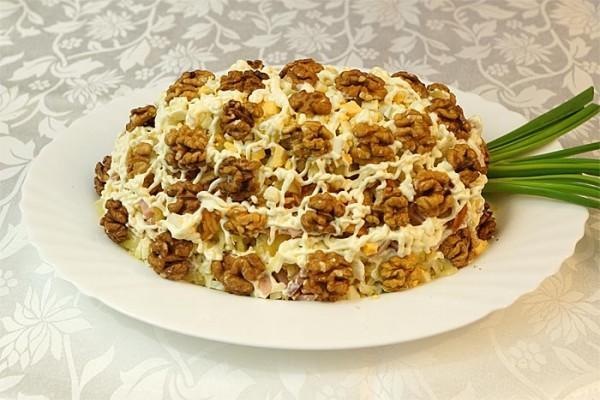 Салат з куркою і волоськими горіхами: рецепти з покроковим фото