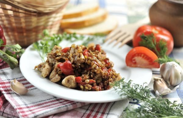 Чечевиця з куркою: рецепти смачних страв, їх калорійність