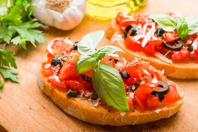 Бутерброди з помідорами (холодні, гарячі): рецепти з фото