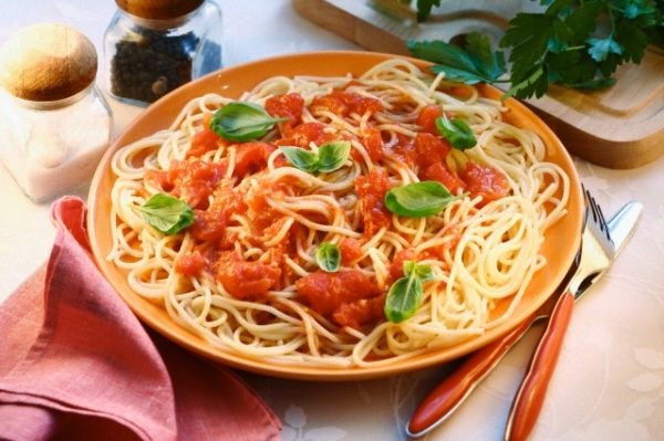 Спагеті по-італійськи: оригінальні рецепти, калорійність