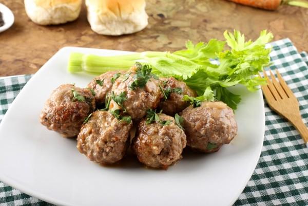 Тефтелі на пару (дієтичне, з картоплею): рецепти з фото