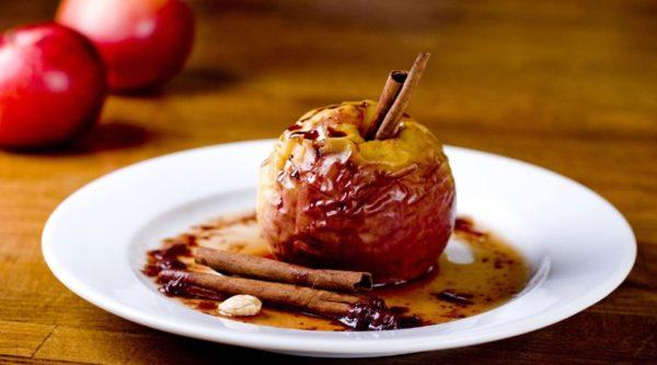 Яблука з корицею (запечені, смузі, салат): рецепти з фото