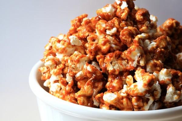 Попкорн в мікрохвильовці і без неї: домашні рецепти з фото