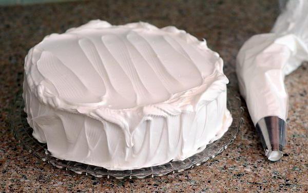 Крем «мокре безе»: рецепт з фото, ідеї декорування тортів