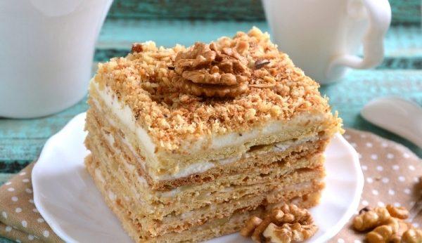 Торт з волоськими горіхами (з чорносливом, кавовий): рецепти
