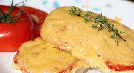 Свинина в духовці з помідорами і сиром: домашні рецепти