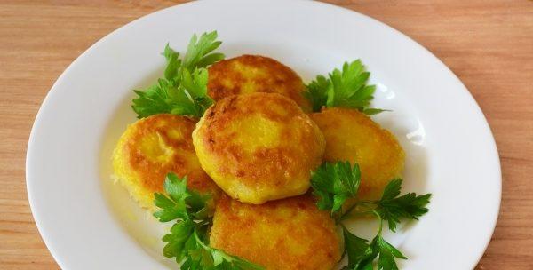 Деруни картопляні без яєць на сковороді в духовці: рецепти