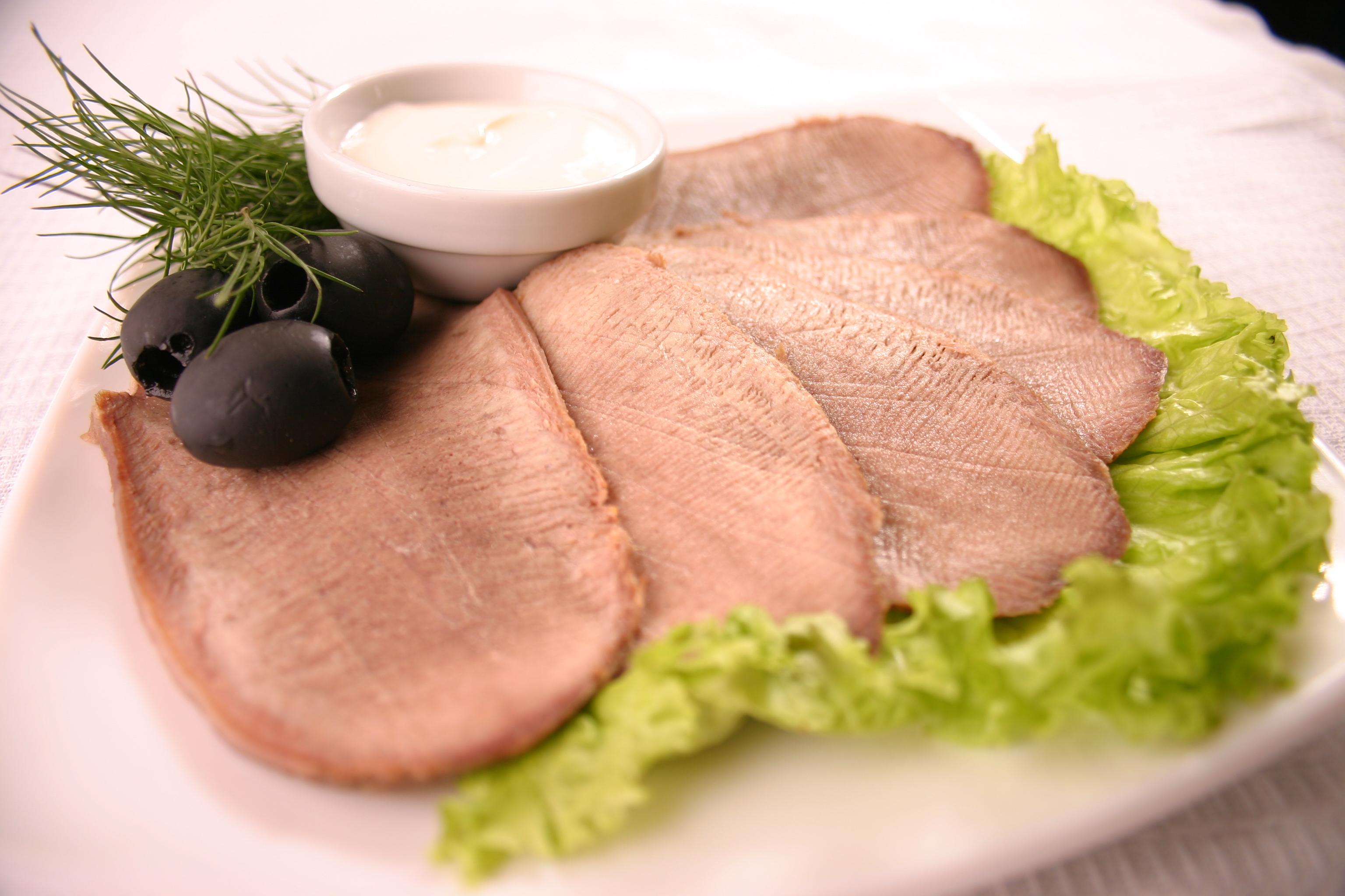 Як варити язик яловичий смачно в каструлі, в мультиварці