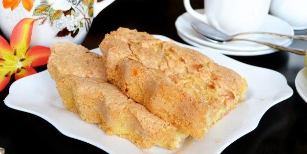 Пиріг з яблуками - рецепт на швидку руку, калорійність