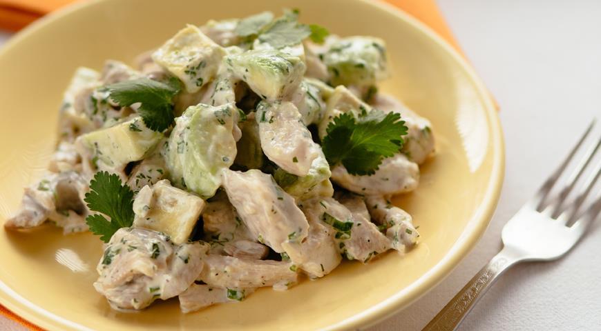 Салат з авокадо і куркою - оригінальні рецепти з фото