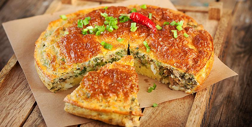 Пиріг з рисом і рибними консервами: простий і швидкий рецепт