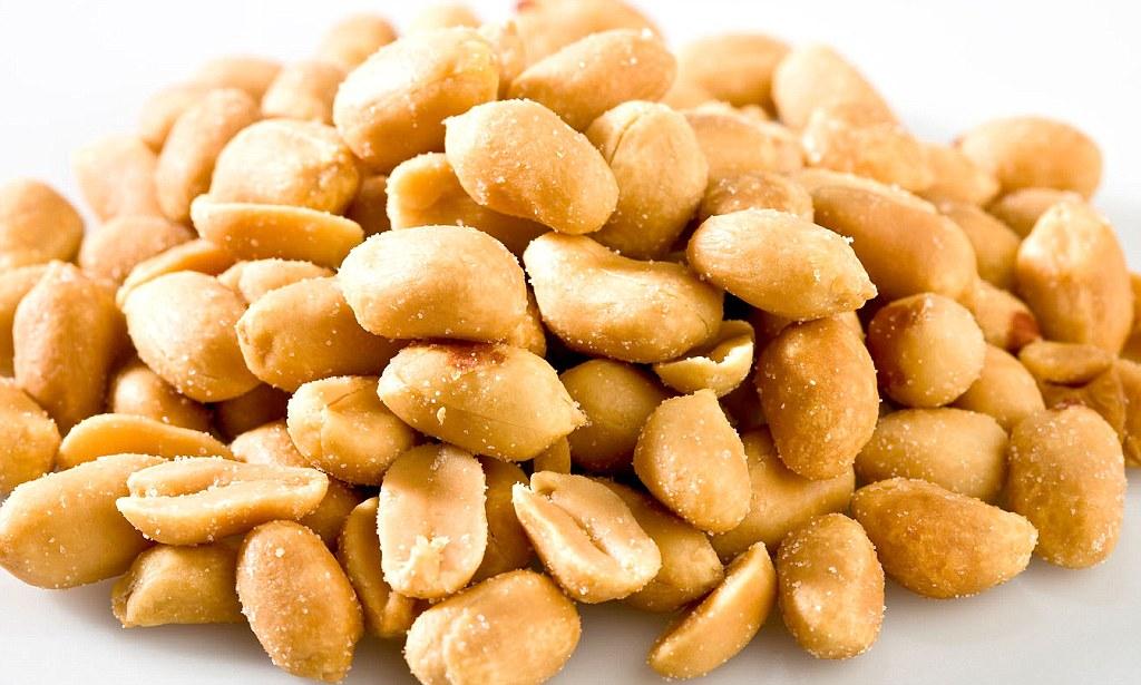 Як смажити арахіс на сковороді: з сіллю, в олії, в шкаралупі