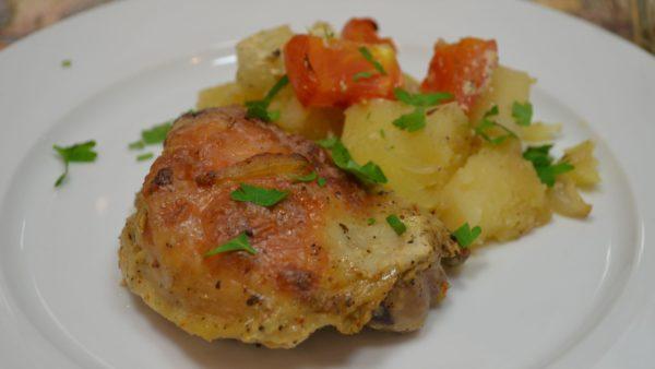 Тушкована картопля з куркою в каструлі - покрокові рецепти