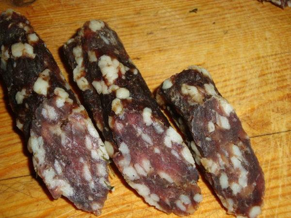 Домашня ковбаса в харчовій плівці - рецепти, калорійність