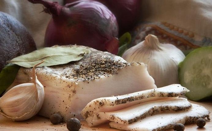 Засолювання сала в розсолі у банку - покрокові рецепти з фото