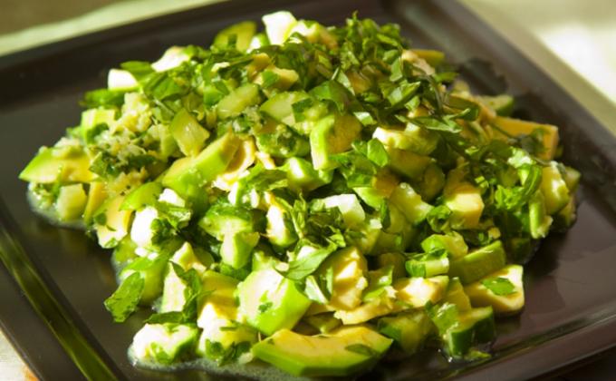Салат з авокадо і огірком: прості покрокові рецепти з фото