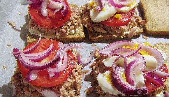 Бутерброд з тунцем: калорійність, рецепти з фото покроково