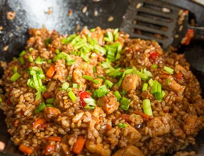Тяхан з куркою і овочами: класичний рецепт, з креветками