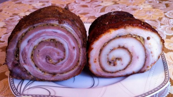 Рулет зі свинячої шкурки (в цибулинні, з фаршем): рецепти