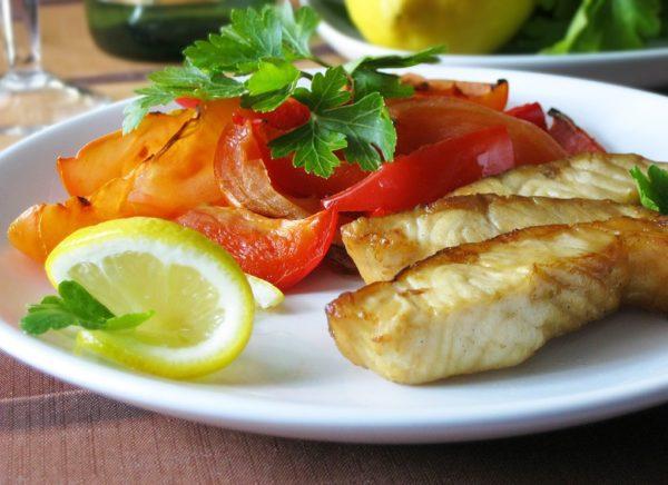 Минтай тушкований з овочами: рецепти з фото, калорійність риби