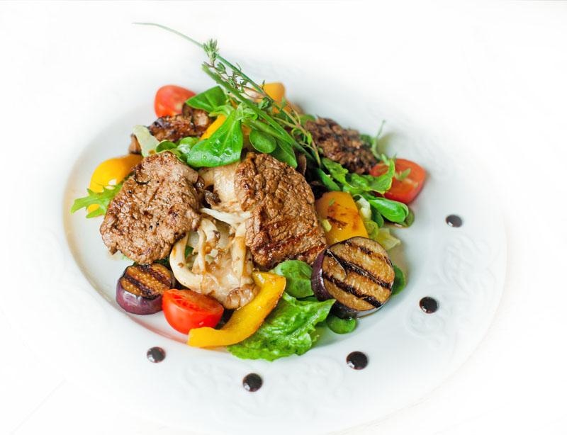 Теплий салат з яловичиною (тайський, з овочами): рецепти з фото