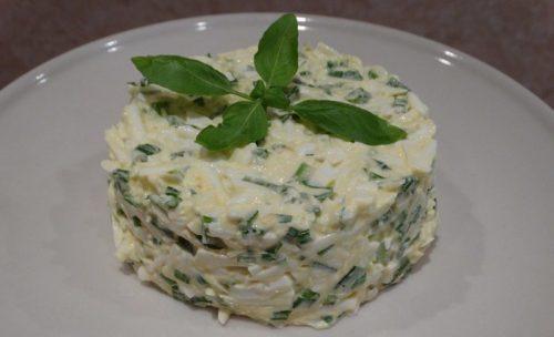 Салат із зеленою цибулею і яйцем - покрокові рецепти з фото