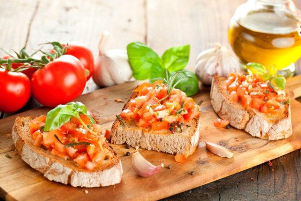 Брускетта з помідорами (свіжими, в'яленими): рецепти з фото