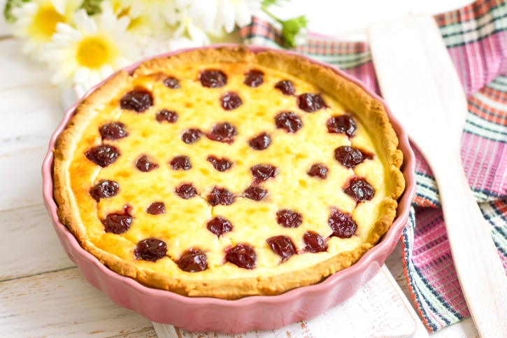 Пісочний пиріг з вишнею: калорійність, рецепти з фото