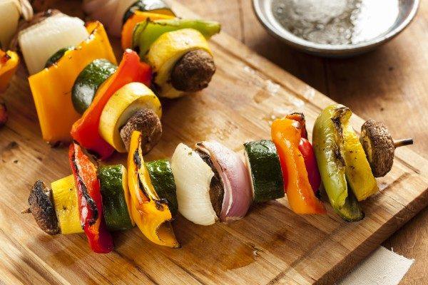 Шашлик з овочів на шампурах, на решітці в духовці: рецепти