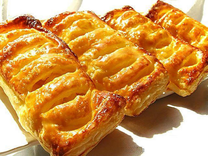 Слойки з листкового дріжджового тіста: домашні рецепти з фото