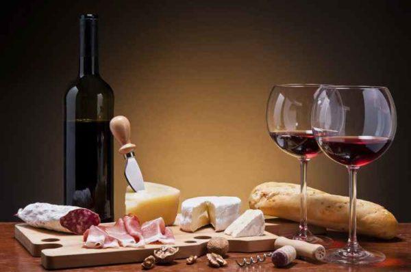 З чим п'ють червоне вино: солодке, напівсолодке, напівсухе