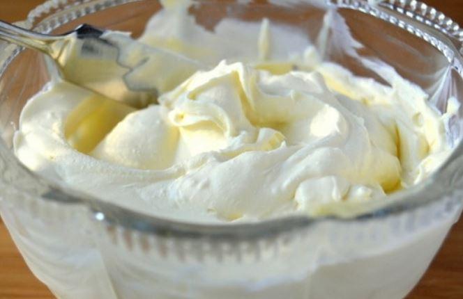 Крем для бісквітних коржів (зі згущеного молока, сметани) - рецепти