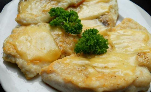Курячі відбивні з сиром на сковороді і в духовці: рецепти