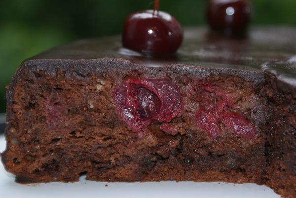 Брауні з вишнею (простий, з сиром) - рецепти з фото