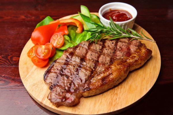 Стейк з мармурової яловичини (вдома і на вугіллі): рецепти