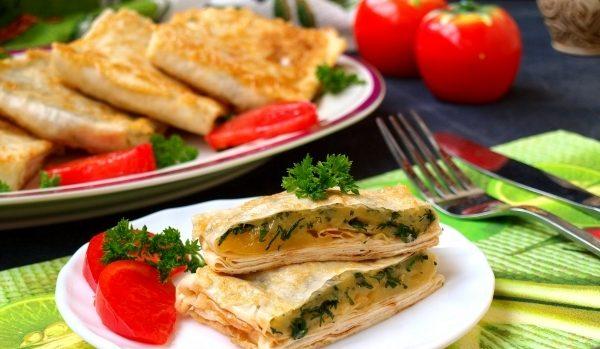 Конвертики з лаваша (з сиром і зеленню, з грибами): рецепти
