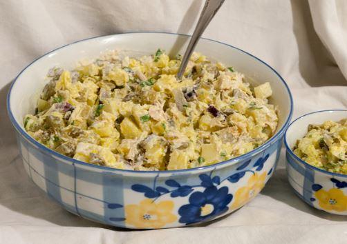 Салат з маринованими огірками: рецепти з фото покроково