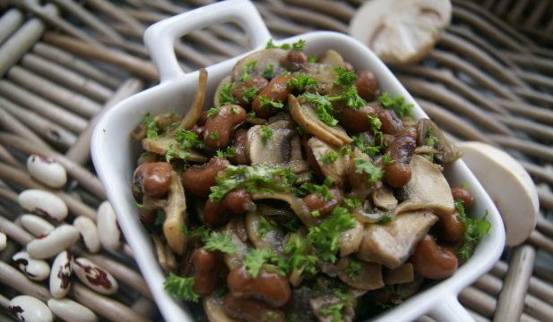 Салат з квасолею і грибами: покрокові рецепти, калорійність