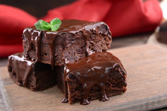 Шоколадний брауні (класичний, з вишнею): рецепти з фото