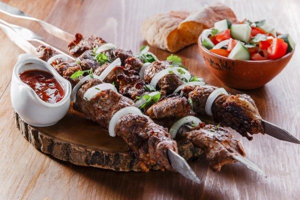 Шашлик по-грузинськи (з свинини, баранини) і соуси: рецепти