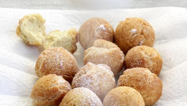 Пончики на згущеному молоці (прості і з начинкою): рецепти з фото