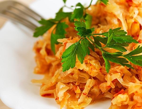 Як загасити смачну капусту: покрокові рецепти з фото