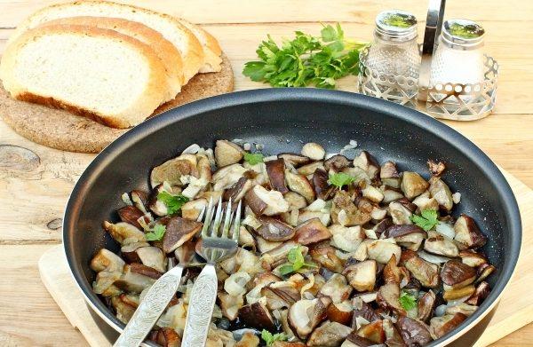 Гриби смажені з цибулею: прості рецепти з фото, калорійність