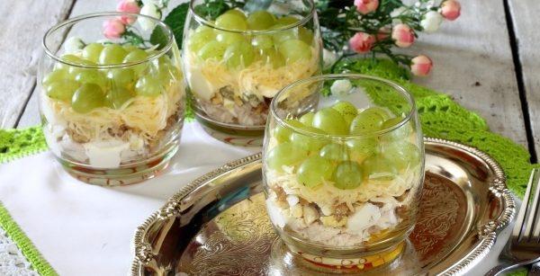 Салат з виноградом і куркою: фото-рецепти, калорійність