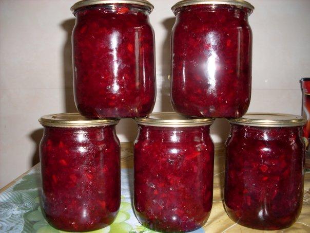 Салат з буряка з часником на зиму: покрокові рецепти з фото
