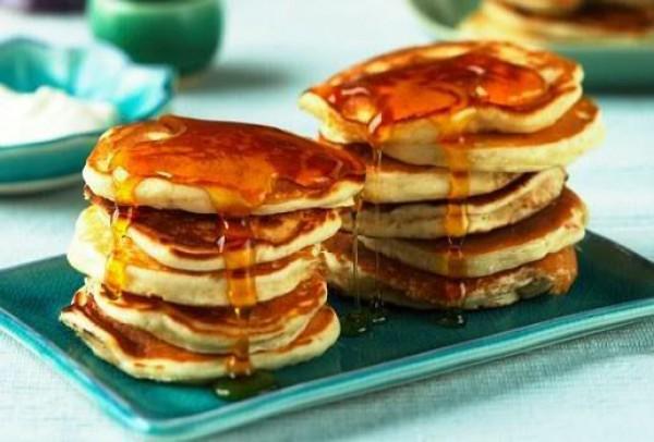 Пишні оладки на кефірі без яєць: рецепти з фото покроково