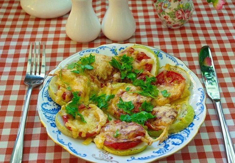 Кабачки з помідорами і сиром в духовці: покроковий рецепт